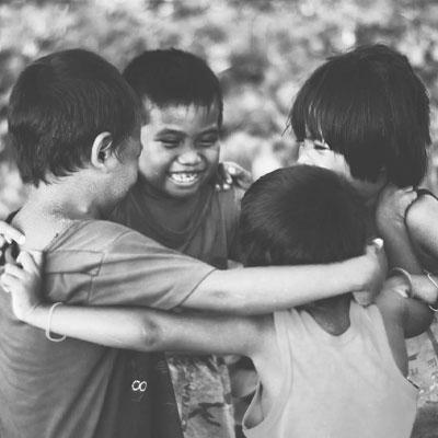 FUNDACION-RESPONSABILIDAD-SOCIAL-EMPRESARIAL-BRAINIAK-niños-orfanatos